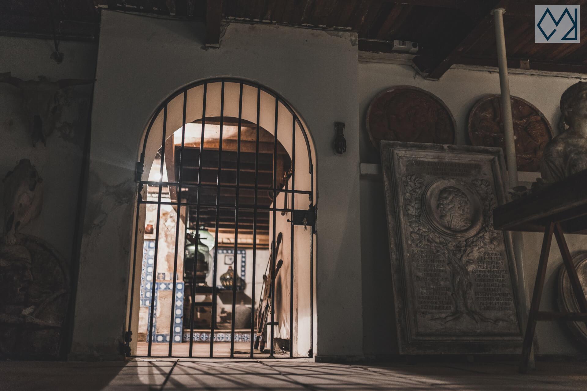 Puerta que va a la cocina del sótano del taller de José Luis Zorrilla