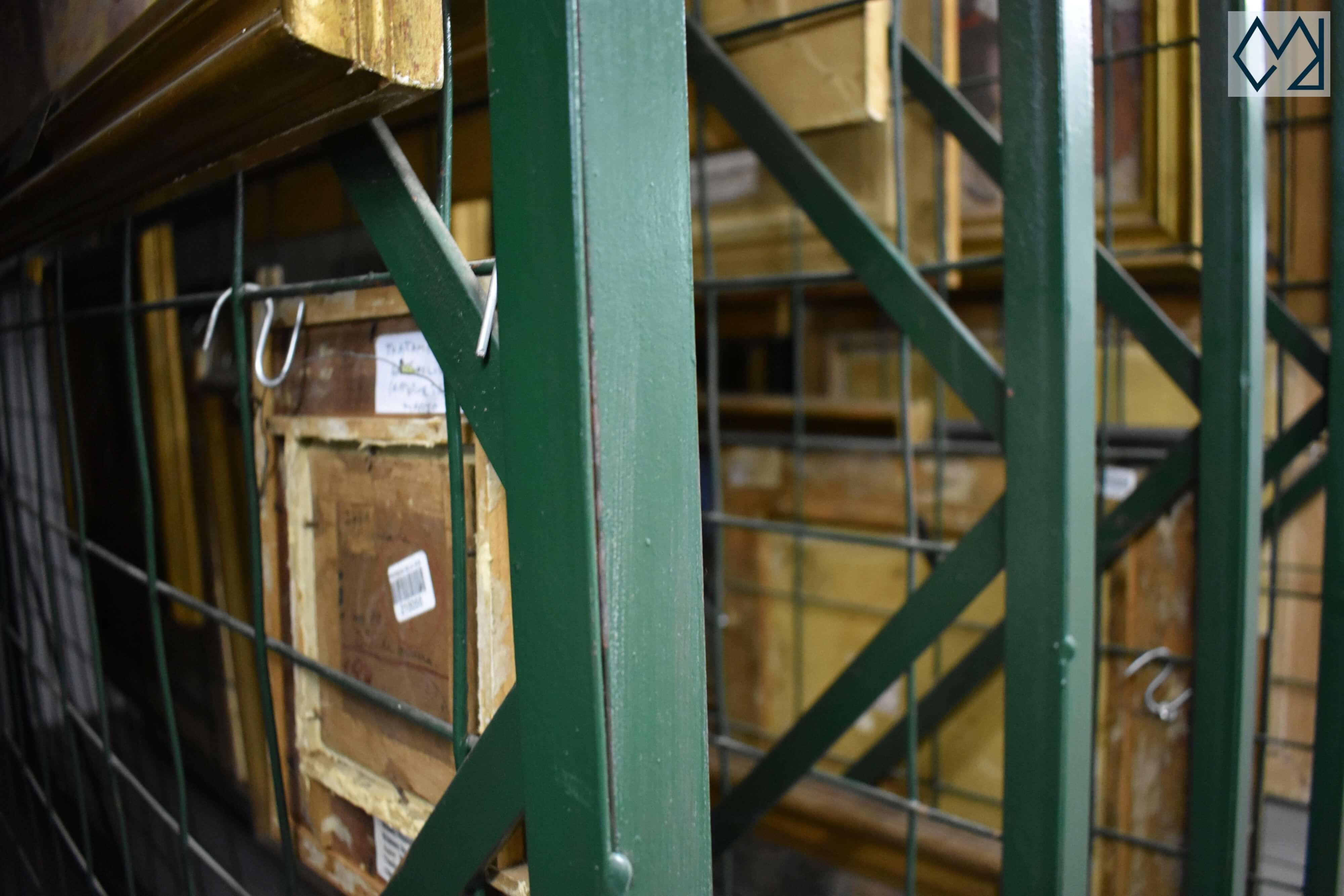 Peines para colgar obras en el sótano del museo Blanes